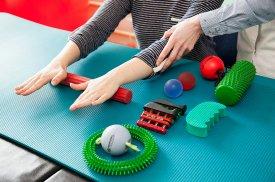 Reabilitacijai naudojamos įvairios pagalbinės priemonės